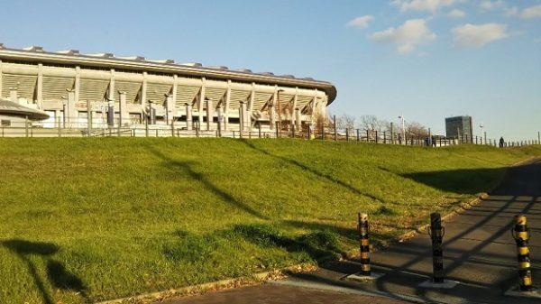 日産スタジアムの西ゲート側
