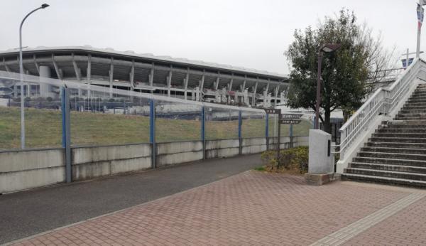 小机駅から日産スタジアム