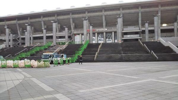 日産スタジアムの東ゲート前