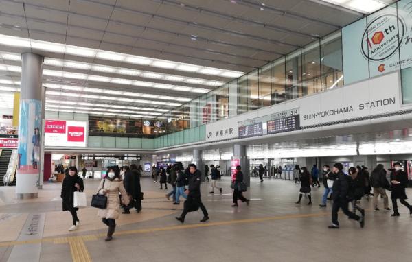 新横浜駅構内2F吹き抜けフロア