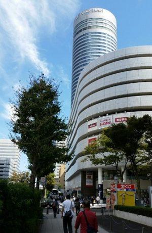 新横浜駅前のプリンスペペ