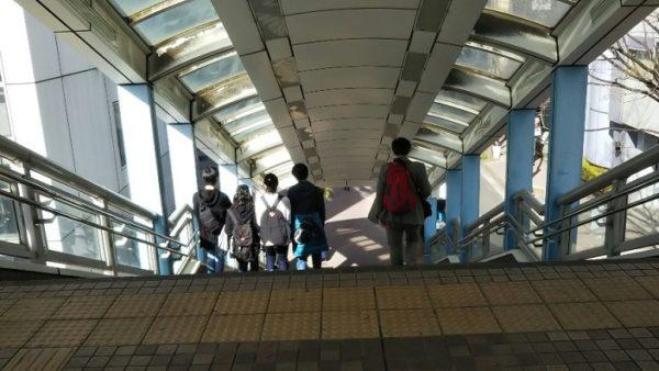 新横浜駅の歩道橋