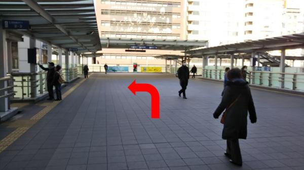 新横浜駅歩道橋