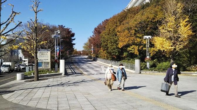 新横浜-浜鳥橋交差点前の遊歩道-出入り口