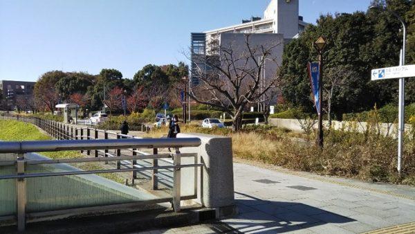 新横浜、労災病院の前