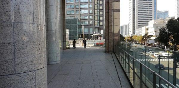 桜木町駅日石ビル前