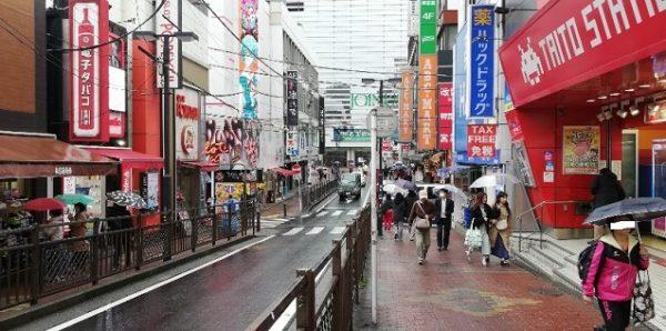横浜駅みなみ西口前の通り