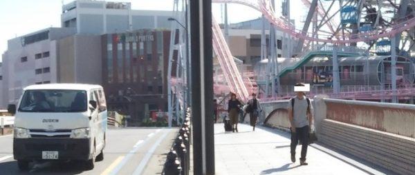 みなとみらいのコスモクロック21の下の国際橋