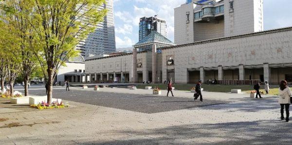 みなとみらい横浜美術館の前の広場