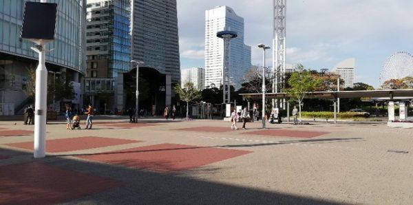 桜木町駅の東広場