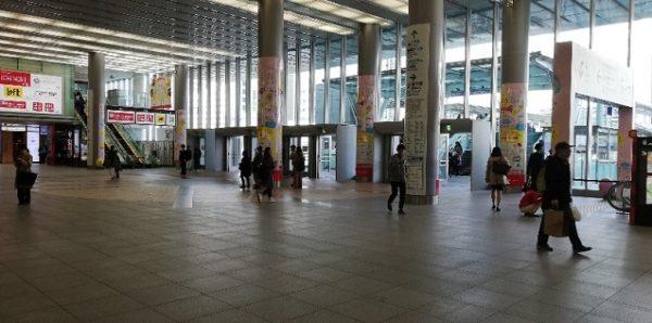 新横浜駅のキュービックプラザの吹き抜けスペース