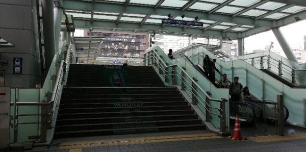 新横浜駅キュービック北側の歩道橋