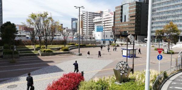 新横浜駅の西広場