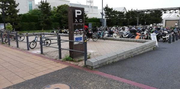 赤レンガパーク駐車場入り口