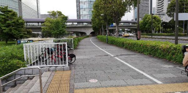 桜木町駅前日本丸交差点を左折