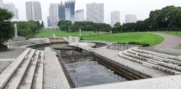みなとみらいの臨港パークの潮入の池