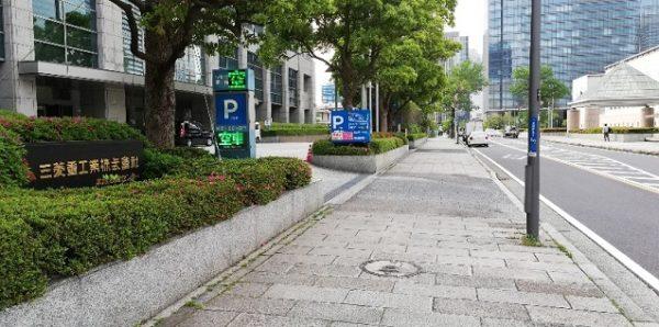 三菱重工ビルの駐車場入口