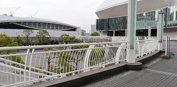 パシフィコ横浜の交流ゾーン(デッキ通路)
