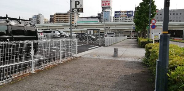 pen横浜市西区みなとみらい駐車場入り口
