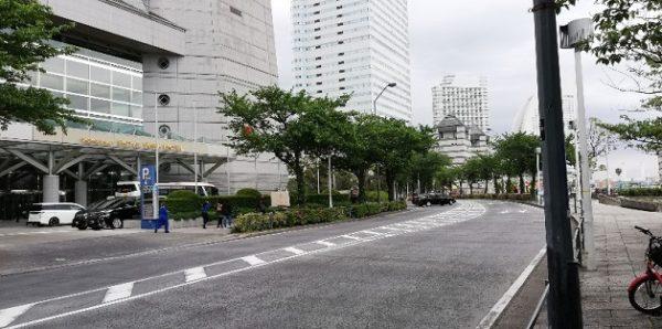 ロイヤルパークホテル前の道路