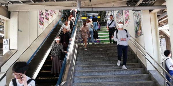 新横浜駅、JR横浜線のホーム階段
