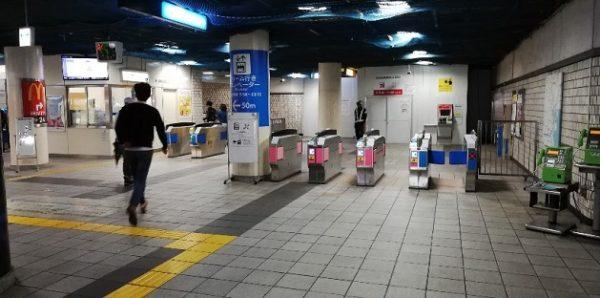 新横浜駅の地下鉄ブルーラインの改札(JR連絡改札)