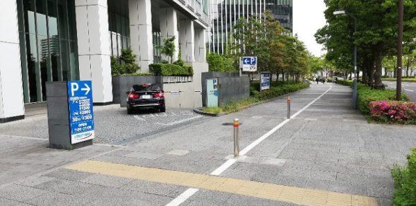 トラストパーク横浜ブルーアベニュー駐車場入り口