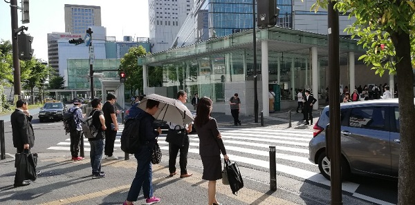 JR線川崎駅前の信号(アトレ川崎前)