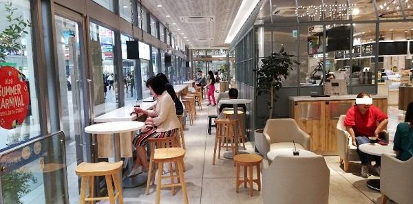 川崎駅のアトレ川崎内のコーヒーミルク店内