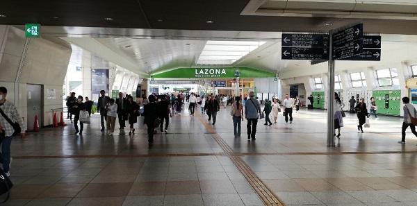 川崎駅の中央通路の西側