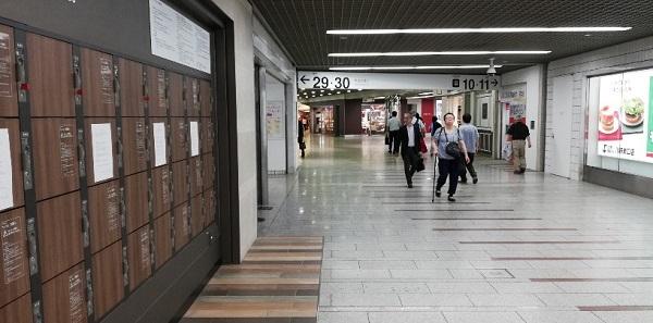 川崎駅の東口、アゼリア地下街の通路