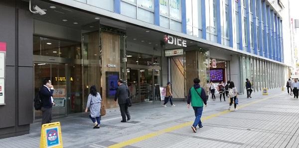 川崎駅東口のDICE前
