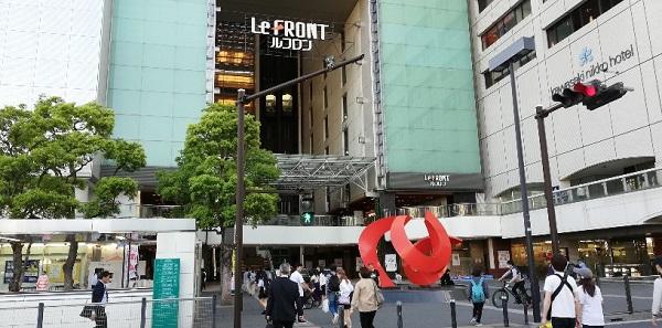 川崎駅東口のルフロン前の信号