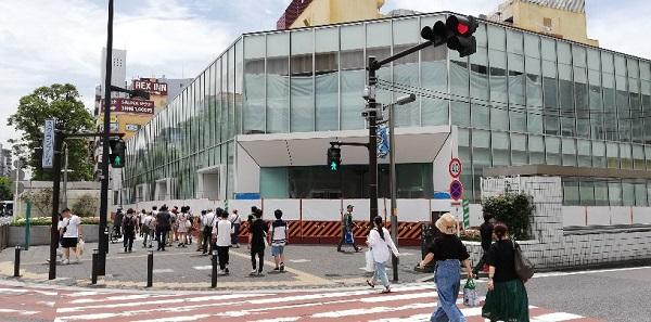 「川崎駅前南」交差点前のゼロゲート川崎