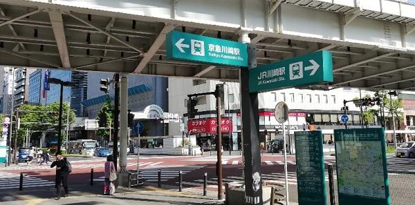 京急川崎駅からJR線川崎駅へ向かうナビ看板