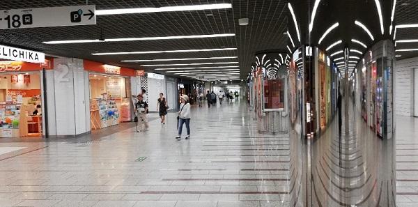 川崎駅の地下街通路