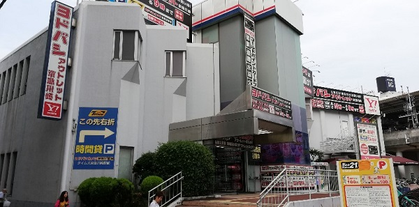 京急川崎駅の西口前、ヨドバシカメラアウトレット店