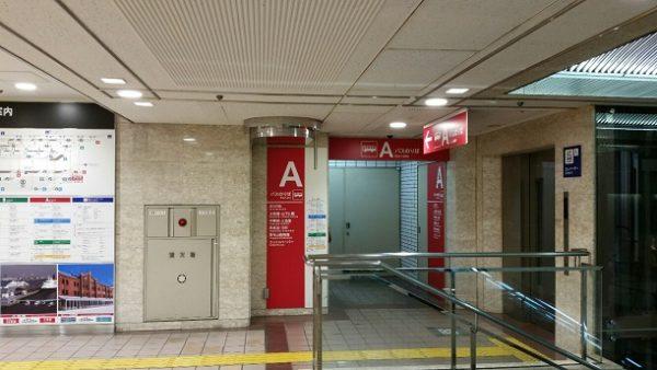 横浜駅東口のAバス乗り場入り口