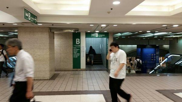 横浜駅東口のBバス乗り場入り口