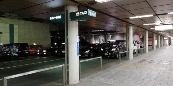 横浜駅東口のタクシー乗り場(ポルタ地下街の隅)