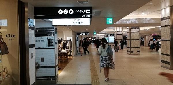 横浜駅西口の地下街(バス乗り場入り口)