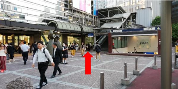 横浜駅西口高島屋の前