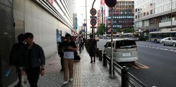 横浜駅の西口、高島屋の裏