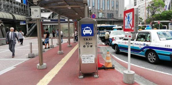 横浜駅西口のバスロータリー横のタクシー乗り場