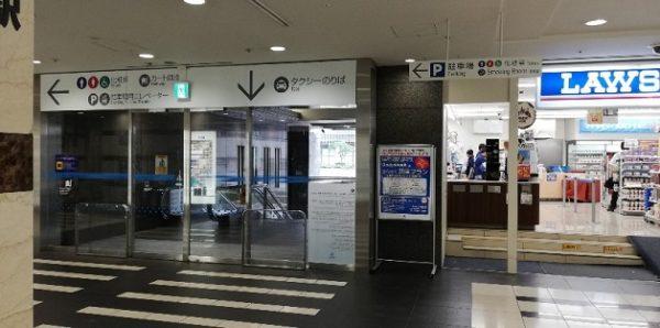 横浜YCATタクシー乗り場への出口