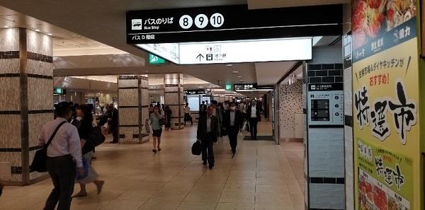 横浜駅の西口地下からバス乗り場へ向かう入り口