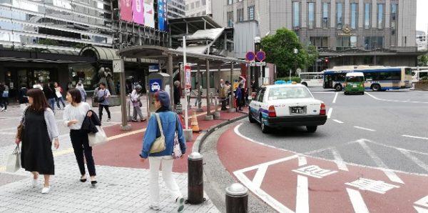横浜駅西口のタクシー乗り場前