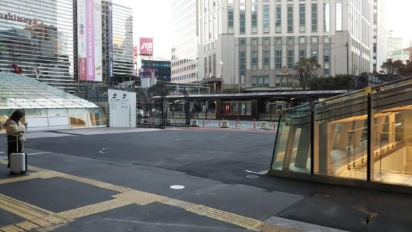 横浜駅西口前広場