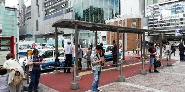 横浜駅の西口、交番の裏のタクシー乗り場