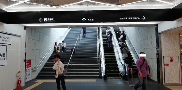 横浜駅ジョイナス地下エリアから西口地上へ上る階段